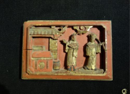 燕保罗收藏的木雕作品。