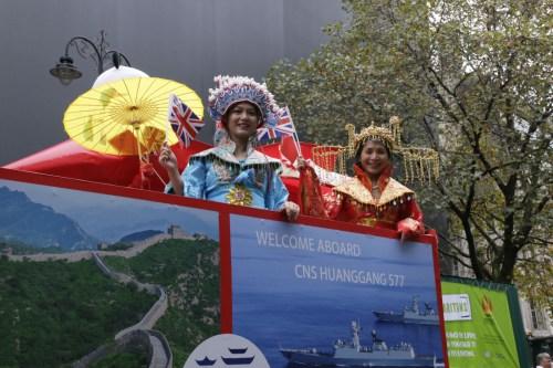 浙江联谊会主席李雪琳(右)、会长黄萍接受采访。(《欧洲时报》/陈述 摄)