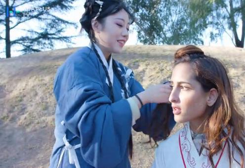 为前来体验的老外化中国古妆
