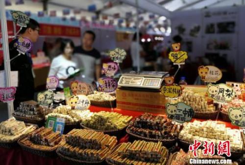 台湾特色小食亮相梅州客家文博会 程景伟 摄