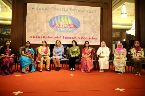 埃及外长夫人和亚洲外交官夫人协会成员代表合影。