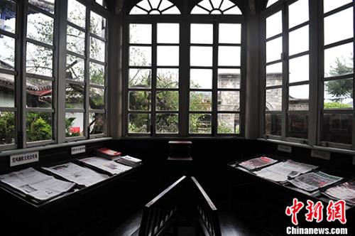 11月16日,窗明几净的和顺图书馆阅览室。 <a target='_blank' href='http://www.chinanews.com/'>中新社</a>记者 缪超 摄