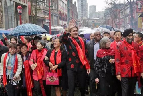 2017年1月,加拿大总理特鲁多带领内阁3位部长参加温哥华华埠新春大游行。