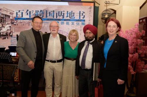出席展览的工党团队:霍建强、Mr. Alan Papprill、Joy、Mr. Harjit Singh、Dr. Deborah Russell(新西兰中华新闻社/陈洪灿 摄)