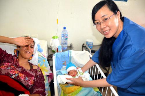 在突尼斯工作的14个月里,郭璐萍累计完成手术496台。