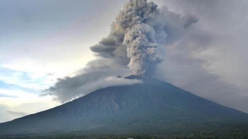 中领馆促请在巴厘岛中国游客尽快安排回国事宜