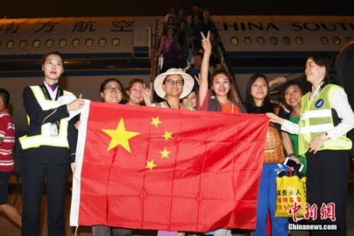""""""" 逾万滞留巴厘岛中国旅客已回国"""