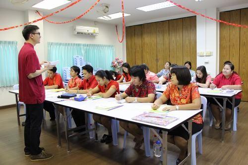 资料图:中国老师给泰国老师培训中文