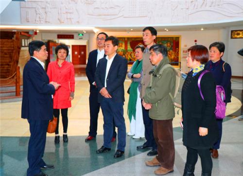 常州市侨办一行参观广东华侨博物馆。