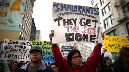 移民政策改革的示威游行者。(美国《星岛日报》)