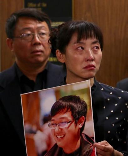 纪欣然的小姨在法庭旁听法官宣判。(图片来源:侨报记者邱晨摄)