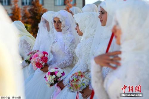 资料图:俄罗斯新娘(中国新闻网)