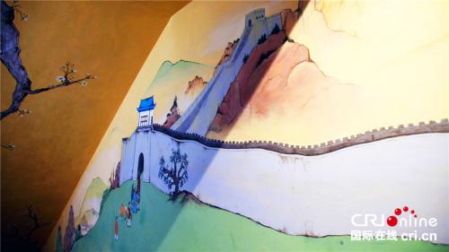 餐厅里的中国风壁画。