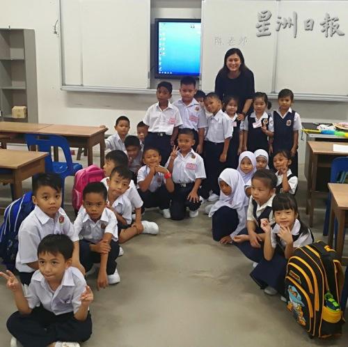 学校新生合影 (马来西亚《星洲日报》)