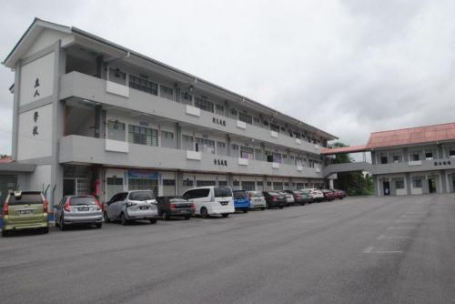 波格芒加立人小学是中央县其中一所设备完善,学生人数却减少的华小。 (马来西亚《星洲日报》)