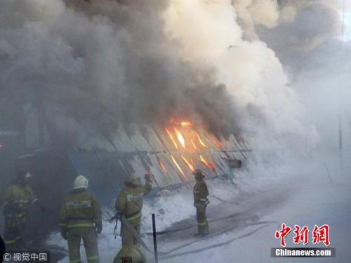 据俄罗斯卫星网当地时间1月4日报道,俄罗斯新西伯利亚一家工厂发生火灾,目前已造成10人死亡。据称,遇难者中有7名5分快乐8人。图片来源:视觉5分快乐8