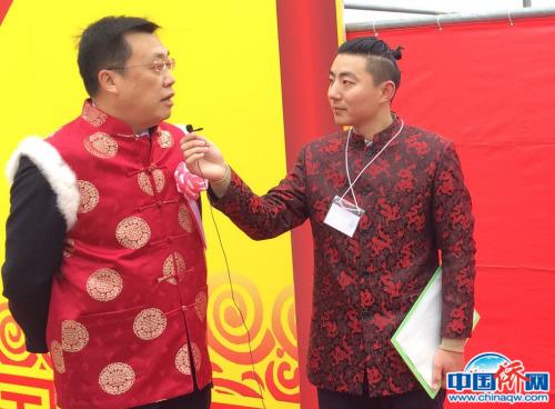 中国驻名古屋总领事邓伟接受采访