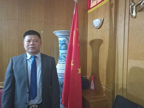 中法友谊互助协会会长吴时敏表示,法国需要把中国和美国放在同等重要的位置上,需要进一步寻求与中国的合作。