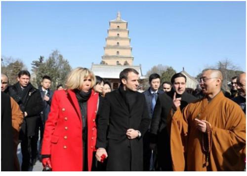 法国总统马克龙及夫人8日在西安参观大雁塔。
