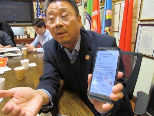 亚总会会长陈善庄表示,最近一周内已经接到30位民众投诉诈骗电话。(美国《世界日报》/颜嘉莹 摄)