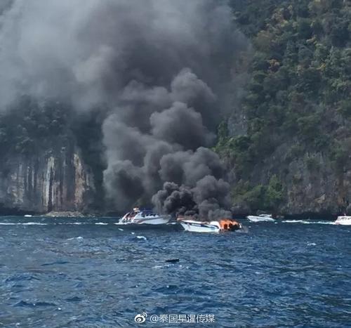 皮皮岛快艇起火爆炸,多名中国游客受伤。(图:泰国星暹日报官方微博)