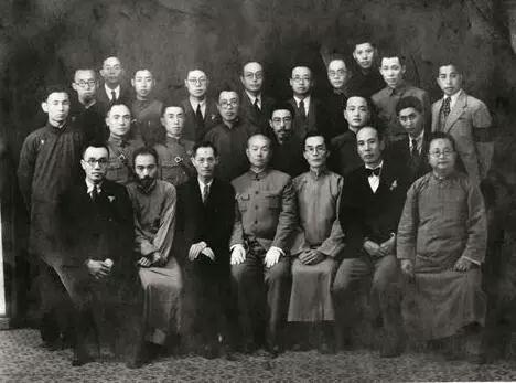 部分教授合影,前排右三为梅贻琦。图片来源:清华大学校史馆网站