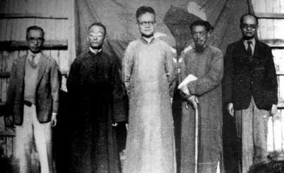 西南联大中文系教授,左起:朱自清、罗庸、罗常培、闻一多、王力。图片来源:清华大学校史馆网站