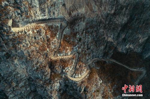 """大渡河峡谷绝壁上的""""天边""""村寨"""
