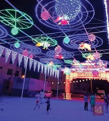 美丽的灯饰如梦似幻。(马来西亚光华网)