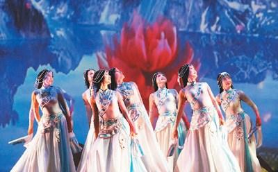 """2017年7月9日,多伦多华星艺术团主办的""""文化中国·华星闪耀""""歌舞晚会在大多伦多地区列治文山市举行。图为古典舞《女儿情》。   <a target='_blank' href='http://www.chinanews.com/'>中新社</a>记者 余瑞冬摄"""