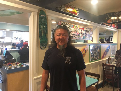 李永基和另外两兄弟共同经营餐厅,目前在全美遍地开花。(美国《世界日报》记者/王全秀子 摄)