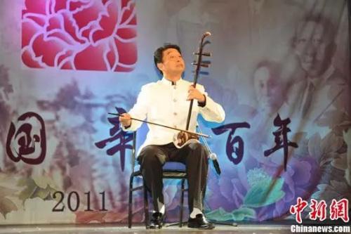 资料图。杨积强,著名二胡演奏家,以二胡为主兼以中胡、高胡、 板胡的演奏,形成自己的风格
