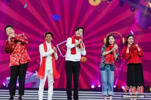王宝强、刘昊然登台为华侨华人贺新春