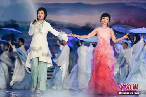 叶童与赵雅芝同台献唱《千年等一回》