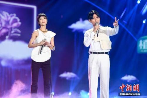 杨宗纬携手乐坛新人演唱《凉凉》