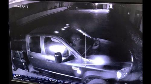 警方公布事发时的监控录像。