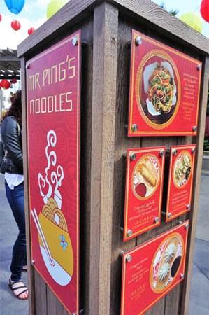 平先生的面馆有中餐销售。(美国《世界日报》/马云 摄)