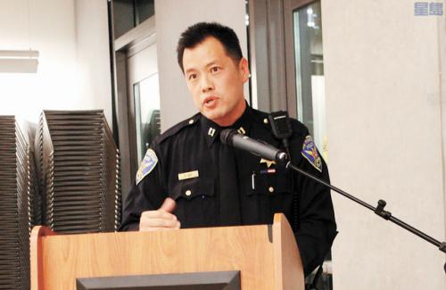 叶培恩关注旧金山华埠夜间治安问题。(美国《星岛日报》/梁颖欣 摄)