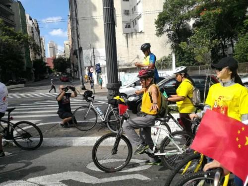 队伍中的83岁老人家。图片取自中国驻圣保罗总领馆