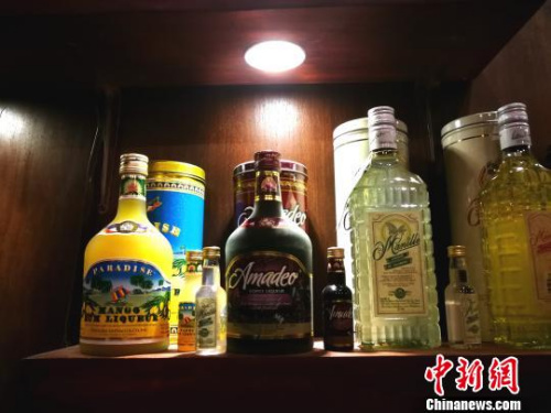 颖源获得国际奖项的酒品。 关向东 摄