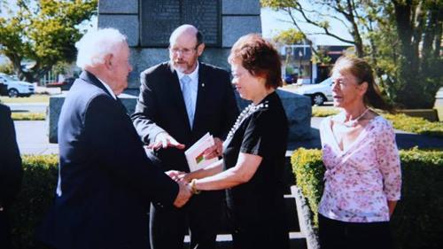 二人在2017年2月3日结婚时的照片