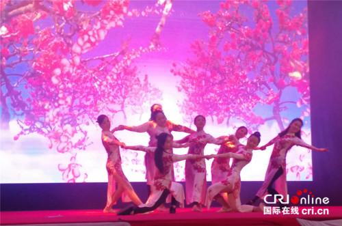 现代爵士舞《蜀绣传奇》。 (王新俊 摄)