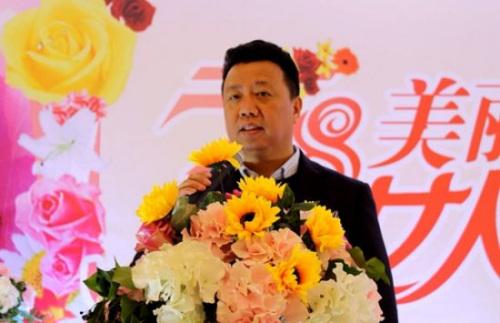 中国驻佛罗伦萨总领馆王辅国总领事向妇女侨胞表示节日的祝福。(欧联网)