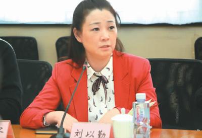 刘以勤委员在发言(李婕 摄)