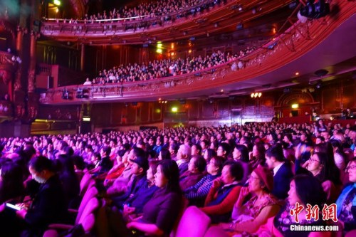 London Palladium 剧院座无虚席。 中新社记者 冉文娟 摄