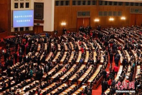 3月11日下午,十三届全国人大一次会议在北京人民大会堂举行第三次全体会议,表决通过《中华人民共和国宪法修正案》。 <a target='_blank' href='http://www.chinanews.com/'>中新社</a>记者 杜洋 摄