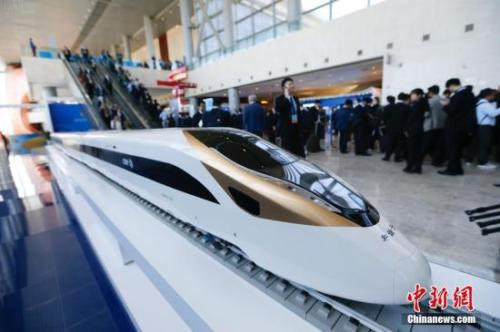 """资料图:2017年5月14日,""""一带一路""""国际合作高峰论坛开幕式在北京国家会议中心举行。图为会场外。<a target='_blank'  data-cke-saved-href='http://www.chinanews.com/' href='http://www.chinanews.com/'>中新社</a>记者 杜洋 摄"""