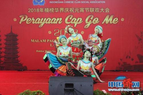 图为桂林市艺术表演团小演员表演舞蹈《比花裙》。 陆汉宝 摄