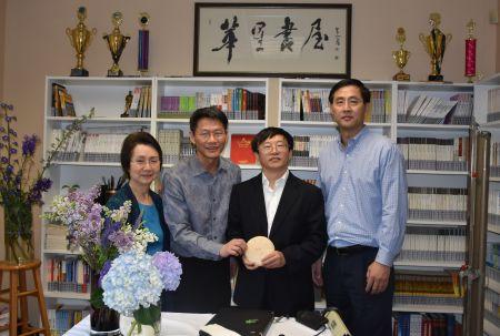 左起:鲍玲团长、黄鑫老师、尹小林教授、徐华副团长。