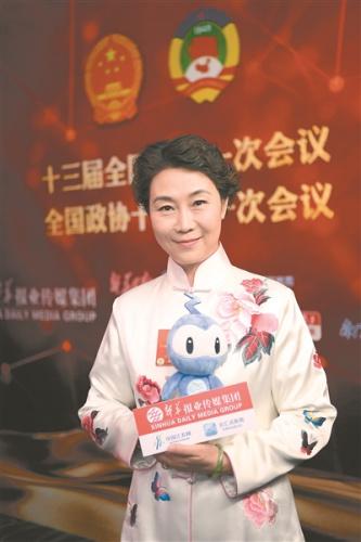 王 芳 全国人大代表、苏州市苏剧传习保护中心主任、苏州昆剧院名誉院长